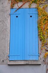 Blue Hearts (THEfunkyman) Tags: paris building montmartre 75018 immeuble