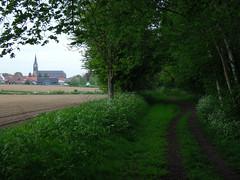 Godewaersvelde (F) met kerk en spoortrac (Ahrend01) Tags: ieper kerk poperinge kortijk spoorlijn hazebrouck godewaersvelde hazebroek godewaarsvelde