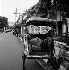 Nap 2 (Purple Field) Tags: rolleiflex t tlr carl zeiss tessar 75mm f35 ilford delta iso400 bw monochrome analog film 6x6 120 square medium yogyakarta indonesia street alley walking tricycle                    canoscan8800f stphotographia