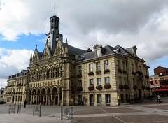 Town hall of Saint-Quentin (Aisne) - Profile view (Sokleine) Tags: townhall hteldeville gothic gothique medieval heritage mn monumenthistorique building architecture saintquentin 02 aisne hautsdefrance france