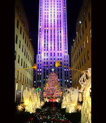 30 Rock Around the Christmas Tree (DHaug) Tags: 30rock rockefellerplaza manhattan rockcenternyc midtown newyork nyc christmastree christmas joy angels display lights night december 2015 fujifilm xt1 xf23mmf14r