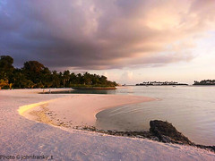 Sunset in Mauritius (johnfranky_t) Tags: mauritius johnfranky tramonto sunset palme nuvole clouds palms rosa pink