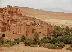 a fabled place (SM Tham) Tags: africa morocco ksarofaitbenhaddou aitbenhaddou berber fortified village fortress walls kasbahs dwellings homes caravanroute unescoworldheritagesite movieset films buildings earthenclay trees palms bushes mountains scenery outdoors landscape