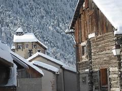 Il neige! Mais o??? A Ceillac (05) prs de l'glise Saint-Sbastien (fin XVe-dbut XVIe) (Yvette Gauthier) Tags: quelestcelieu ceillac hautesalpes 05 paca glise clocher village cloche glisesaintsbastien