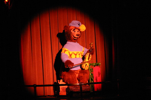 "Ernest at the Country Bear Christmas Special • <a style=""font-size:0.8em;"" href=""http://www.flickr.com/photos/28558260@N04/31333909696/"" target=""_blank"">View on Flickr</a>"