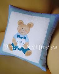 Almofada do Davi (Pincéis & Alfinetes - Stellinha) Tags: bebê almofada urso alfinetes pincéisealfinetes