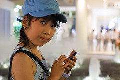 girl kids japanese smartphone (Photo: akiko@flickr on Flickr)