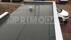 Dakdekker: Eindresultaat van een compleet nieuw plat dak dat is voorzien van een laag dakbedekking 460 P60 geschroefd.  Daarop gebrand de waterdichte bitumen laag 470 K24, merk Uniegum. Dakrandafwerking zink