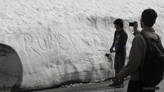 Indian tourists see snow for the first time - Zoji Pass (-AX-) Tags: india snow mountains snowy neige kashmir himalaya himalayas jk montagnes zojilapass coldemontagne vision:m