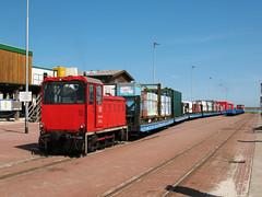 09-08-04 Wangerooge Anleger Gz 399 105 - 6 - 10 (tramfan239) Tags: db wangerooge 399 güterzug diesellok 1000mm inselbahn faur schmalspurbahn westanleger