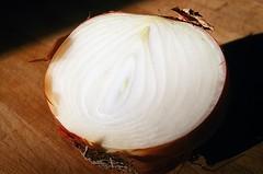 01820018-84 (jjldickinson) Tags: wood table longbeach onion wrigley olympusom1 fujicolorpro400 promastermcautozoommacro2870mmf2842 promasterspectrum772mmuv roll460o2