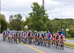 The peloton on the Chemin Remembrance (Ray's Professional Cycling Page) Tags: cycling race bikes wielrennen cyclisme racing fietsen sports cyclismo grandprixcyclistedemontreal cheminremembrance gpcqm uciworldtour