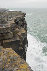 La cima dell'Onda (Wrinzo) Tags: island islands europa europe waves irland eire cliffs atlanticocean aran inishmore irlanda onde isola scogliere countygalway oceanoatlantico