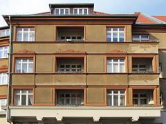 Berlin (Kpenick) - Haus (.patrick.) Tags: brown house building berlin facade haus braun gebude fassade kpenick treptowkpenick