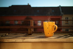 Weichselstrasse - Balkon (tom-schulz) Tags: eosm3 efm222 outofcamera ooc berlin kaffee tasse balkon herbst