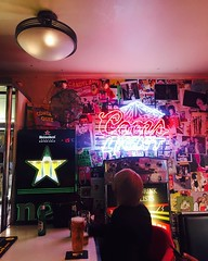 We love our neon signs, all American inspired. Find regular customer Roxy always here with his 2.50 bottle of @peroniuk  #neons #americana #bar #edinburghdrinks #peroni #deals #offers (The City Cafe Edinburgh) Tags: instagram city cafe edinburgh food diner eating bar drinking scotland citycafe