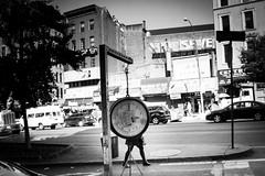 [ O ] ([ chang ]) Tags: wwwriccardoromanocom nyc newyork weight bilancia scale bw bn blanco negro bianco nero black white byn blackandwhite people person persona gente persone street shot streetshot