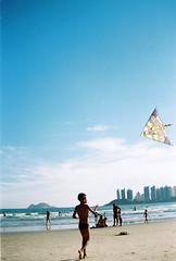 (Willian lima de santana) Tags: film analogue filme analogico 35mm pipa beach praia kite canonrebelg2