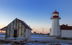Cap d'Espoir (Danny VB) Tags: capdespoir lightouse phare sunset gaspesie quebec canada canon winter snow wind house cold freezing light roof redroof hiver neige december 7d sigma 30mm14