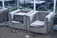 im Sommer drauen sitzen war gestern (Smo42) Tags: schnee travemnde sessel korb sonya77ii sal1650