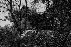 (CREE PING) Tags: urbex ruines abandonn maison 44 1740mml canon canon7d creeping nature ngc noir bretagne breizh bzh blanc voitures arbres france french fort floral ghost jardin urban urbain automne monochrome