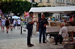 Siracusa (Massimo Frasson) Tags: italia italy sicilia siracusa centrostorico oldcity pittoresco barocco architetture negozio strada gente people street turisti ristoranti movida lungomare cibodistrada