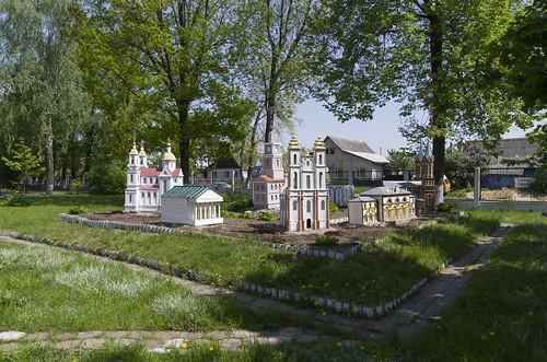 Model near Vitebsk 4th Gymnasium, 17.05.2014.