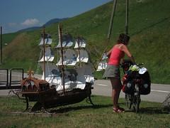 Un bateau suisse... en pleine montagne