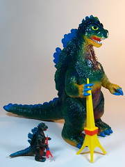 Bandai B-Club  Vintage Bullmark Giant Gojira () Reprint  Custom Paint Job  Side (My Toy Museum) Tags: colour vintage giant paint godzilla custom goji reprint bullmark