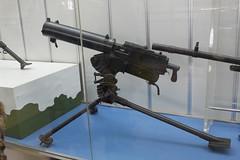 Anglų lietuvių žodynas. Žodis gun reiškia n 1) šautuvas; 2) patranka; 3) amer. revolveris;big/great gun šnek. didelė asmenybė lietuviškai.