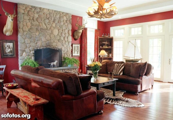 sala de estar decorada vermelha