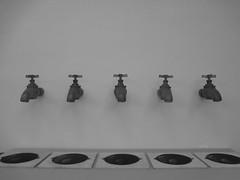 Entre duas e cinco da tarde (ONVERKLAARBARE) Tags: camera brazil white black rio branco brasil de noir janeiro sony preto e schwarzweiss blanc