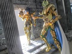 Manigold e Shion (Lorkalt) Tags: ex saint de lost action cancer canvas cloth figures leandro myth ouro seiya cavaleiro cncer lorkalt manigold