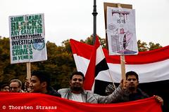 Jemeniten protestieren in Berlin gegen Angriffe Saudi-Arabiens (tsreportage) Tags: antisemitismus berlin demonstration fahne flagge iran jemen jemeniten juergengrassmann kundgebung mitte platzdes18maerz rede saudiarabia saudiarabien tiergarten yemen yemenites antisemitism demo flag protest rally speech victims war germany de