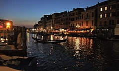 Venezia di sera...... (MarioLaser) Tags: gondola canal grande sera acqua venice rialto palazzi storici architecture architettura romantic