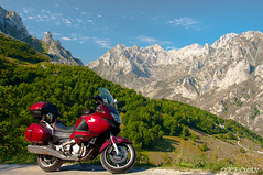 PICOS DE EUROPA (DOCESMAN) Tags: picosdeeuropa asturias cantabria espaa spain honda deauville nt700v docesman danidoces moto bike motorcycle mountain