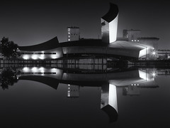 Imperial War Museum, Salford Quays (G-WWBB) Tags: iwm imperialwarmuseum salfordquays quays waterfront reflections night warmuseum skyline