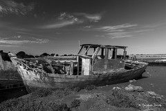 Le vieux bateau (Jacques Isner) Tags: pentax pentaxk5 pentaxart pentaxflickraward mer ruine iledenoirmoutier