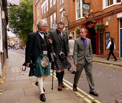 Scotsmen (Steffi-Helene) Tags: greatbritain people tradition traditionalclothing trachten x streetphotography