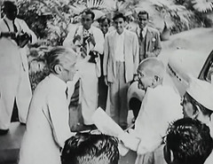 Jinnah receiving Gandhi (Doc Kazi) Tags: pakistan india independence negotiations ceremonies jinnah gandhi nehru mountbatten viceroy wavell stafford cripps edwina fatima muhammad ali