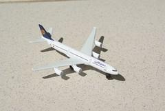 A340 lufthansa (Thylacine Modélisme) Tags: avion civil aircraft majorette plane de ligne civile airbus boeing