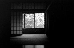 Japanese-style Room (niine schon (41style)) Tags: bw film 35mm japanese 2008 eos5
