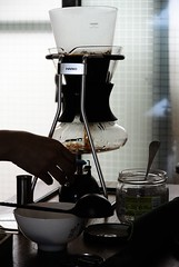 DSC_7997 (ppeng@yahoo) Tags: coffee nikon v1 brewer syphon sommelier 30110 hario sca5