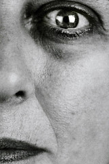 anatomia di un ritratto #2 (UBU ♛) Tags: blancoynegro blackwhite noiretblanc blues biancoenero analogico ©ubu unamusicaintesta bluubu luciombreepiccolicristalli ripresadirettasucarta bancoottico20x25