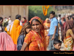 Jaipur, Galtaji Temple. (Olivier Simard Photographie) Tags: people india temple women colorful child couleurs crowd foi sacr