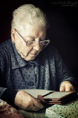 No age limits to learn new technologies (Jaime_GC) Tags: portrait reading book technology grandmother lectura