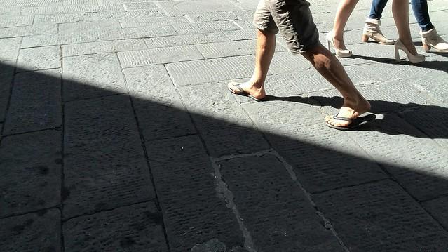 strada passo camminata streetphoto huawei smartphone tuscany camaiore bw