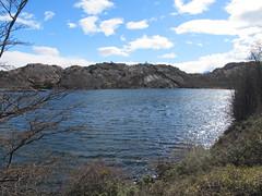 """Torres del Paine: trek du W. Jour 5: le lac mirroir n'est pas mirroir aujourd'hui à cette heure-là. <a style=""""margin-left:10px; font-size:0.8em;"""" href=""""http://www.flickr.com/photos/127723101@N04/30231562516/"""" target=""""_blank"""">@flickr</a>"""