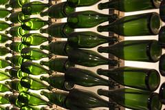 giocando con le bottiglie... (Renato Pizzutti) Tags: piemonte canelli casabosca bottiglie prospettiva spumante vino nikond750 renatopizzutti