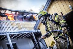 lmh-røyken034 (oslobrannogredning) Tags: bygningsbrann brann nedbrenning nedbrenningsøvelse flammer røykdykker røykdykkere røykdykking øvelse trening